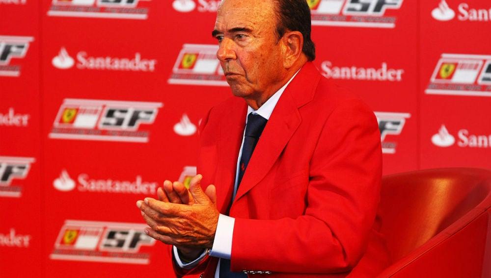 Emilio Botínen en una conferencia de Ferrari