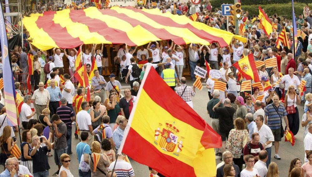 La Diada dividida entre independentistas y no independentistas