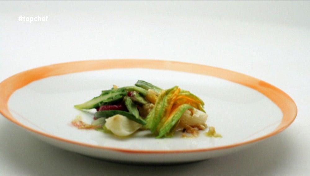 Ensalada de verduras de la huerta de Carabaña, majado de frutos secos y espliego