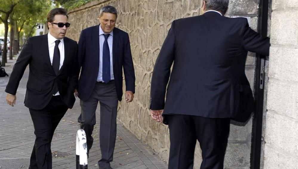 Dimas Gimeno, consejero delegado de El Corte Inglés, llega a la capilla ardiente
