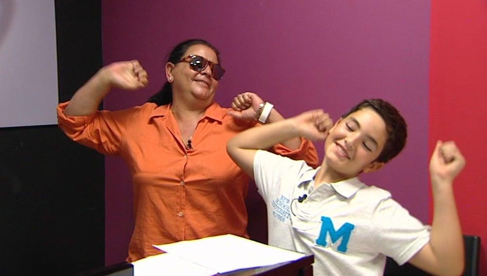En los ensayos, Samuel tiene que cantar y actuar como Ricky Martin en Tu cara me suena Mini
