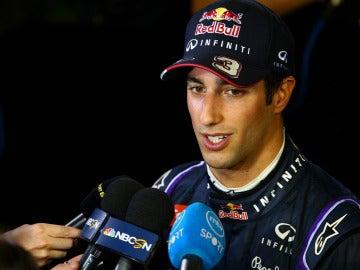 Ricciardo, ante los medios