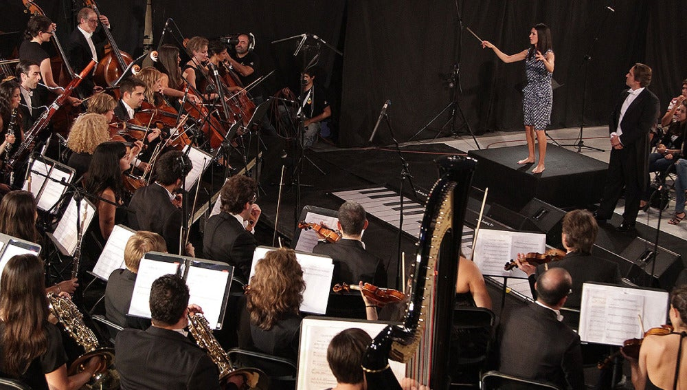 Nerea Barros dirige la Film Symphony Orchestra en El Hormiguero 3.0
