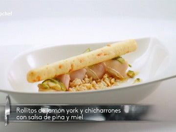 Rollitos de york y chicharrones con salsa de piña y miel