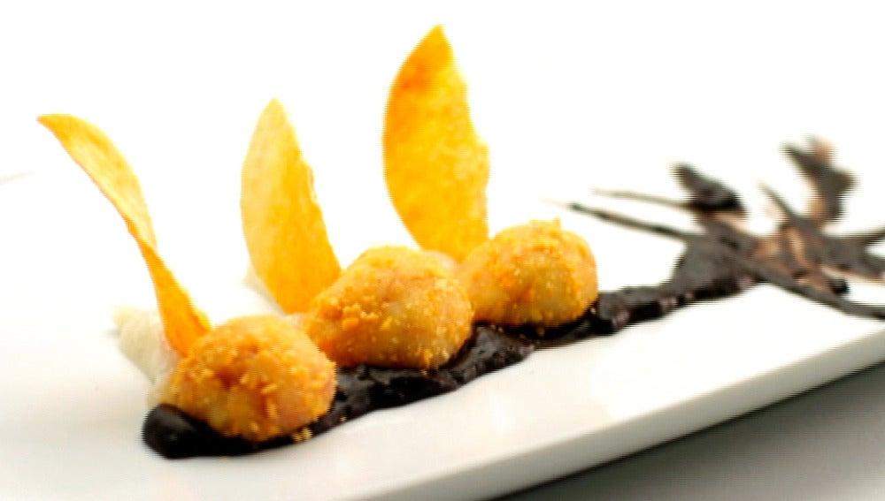 Croquetas de queso con dos salsas de oreo