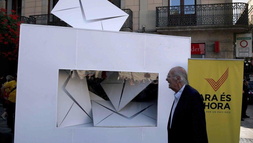 Reloj que marca el tiempo restante para la consulta del 9N en la Plaza de Sant Jaume
