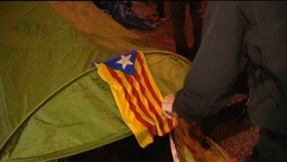 Un centenar de personas desalojadas en Barcelona tras las protestas por la suspensión de la consulta