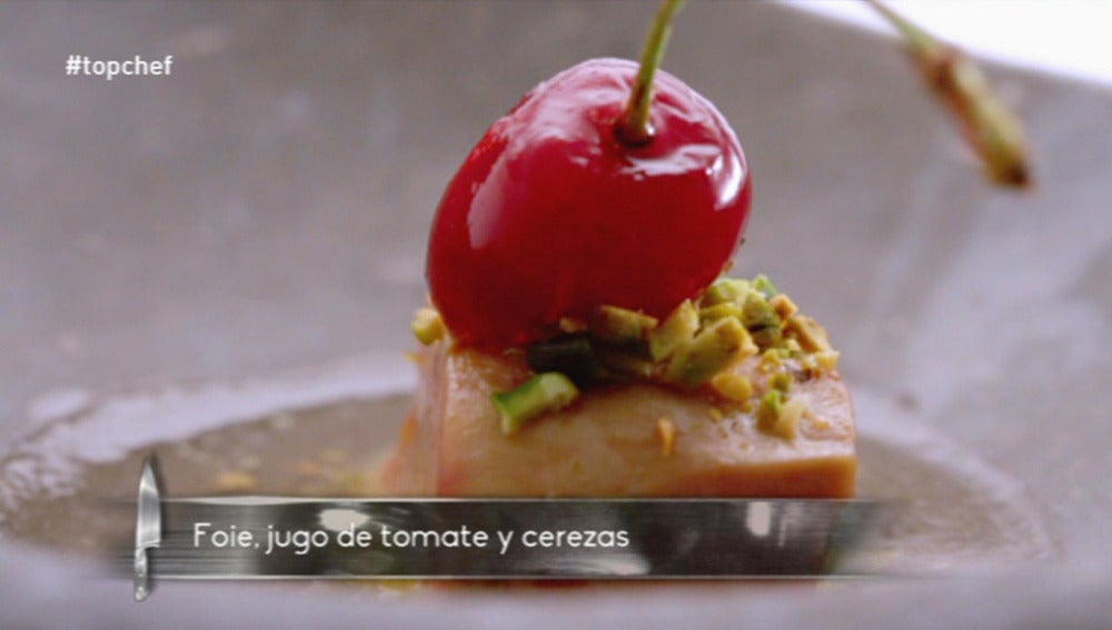 Foie, jugo de tomate y cerezas