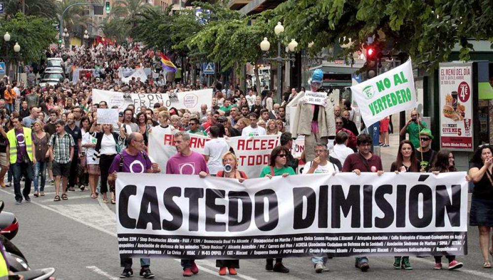 Alicante pide la dimisión de Castedo