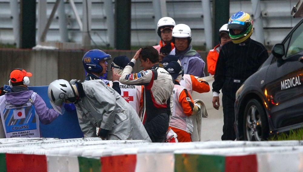 Sutil se lamenta al lado del coche de Bianchi