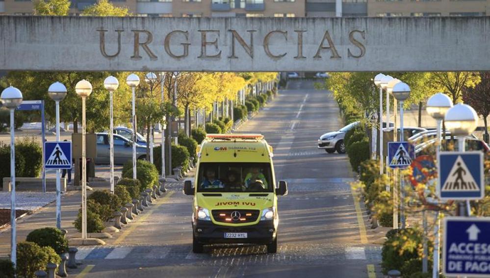 Vista de la entrada de urgencias del hospital de Alcorcón