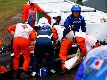 Los comisarios atienden a Jules Bianchi