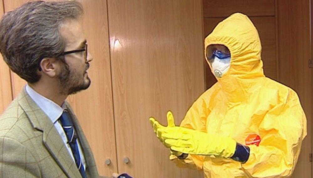 Ponerse el traje de ébola