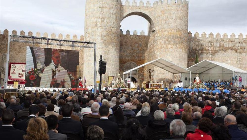 Momento de la misa por el V centenario del nacimiento de Santa Teresa