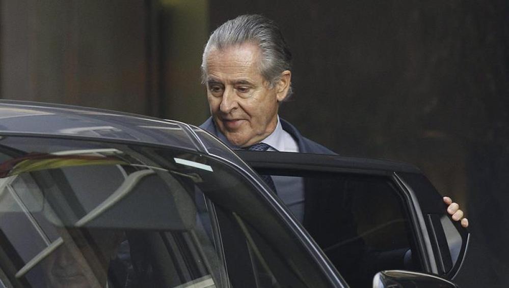 Miguel Blesa entra en su coche