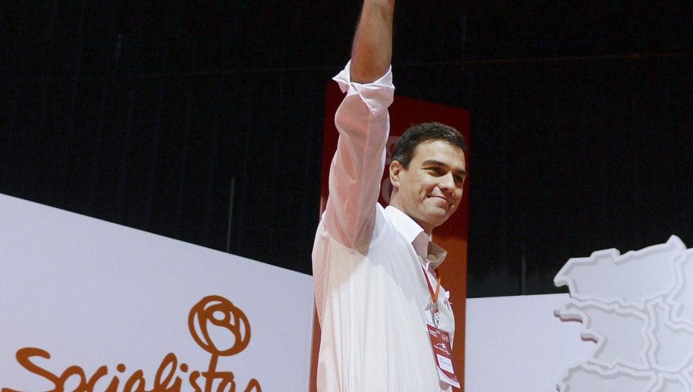 Pedro Sánchez saluda a los socalistas en el congreso de Castilla y León