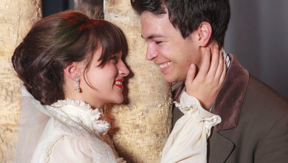 Los actores que interpretan a Francisca y Raimundo en la obra de teatro