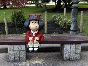 Escultura de Mafalda en Oviedo.