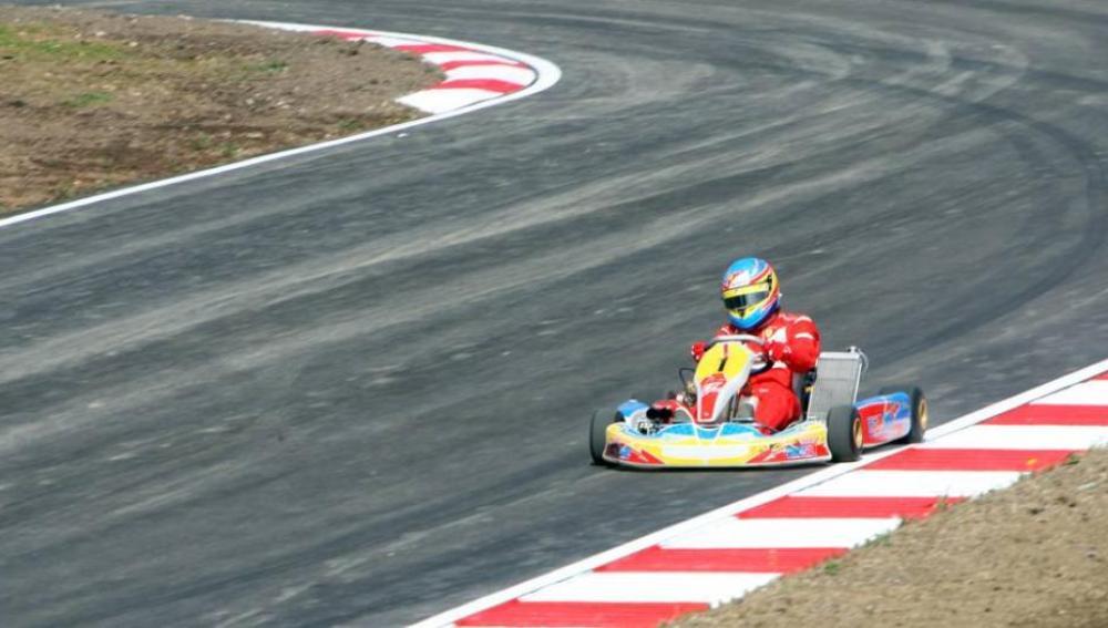 Fernando Alonso en el circuito de La Morgal