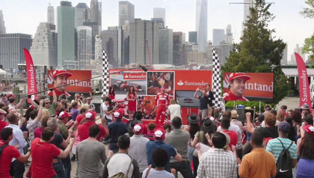 Alonso recibe una sorpresa multitudinaria en Nueva York
