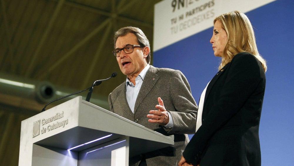 Artur Mas comparece con Joana Ortega tras el 9-N