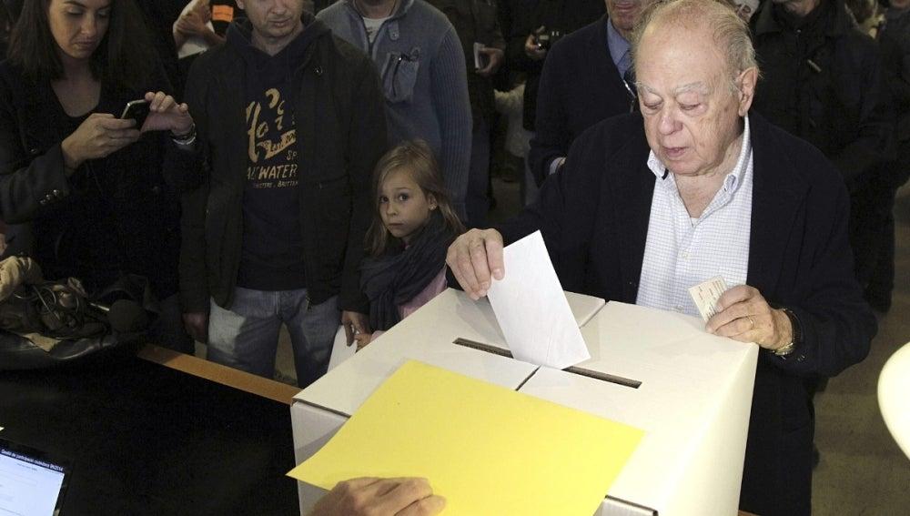 El expresidente de la Generalitat Jordi Pujol acude a votar
