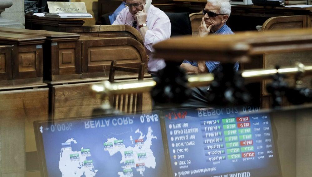 Inversores en el parqué de la Bolsa de Madrid