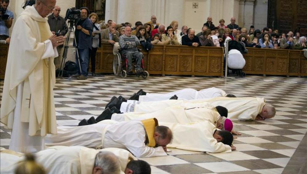 """El arzobispo de Granada pide perdón por los """"escándalos"""" de la Iglesia"""