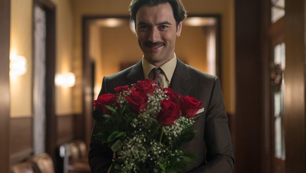 ¿A quién regala flores Mateo?