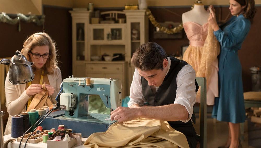 Jonás ayuda a las costureras