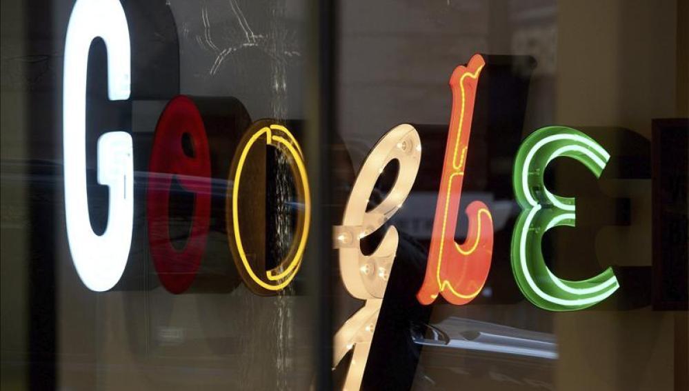 Logo de Google en sus oficinas en Nueva York
