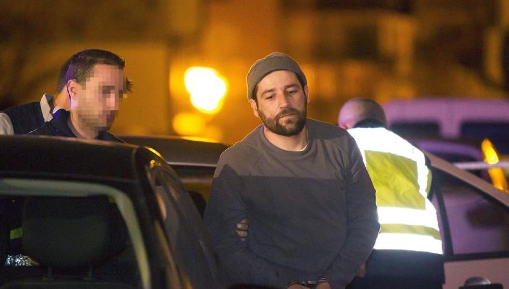 El detenido por empotrar su coche contra la sede del PP.
