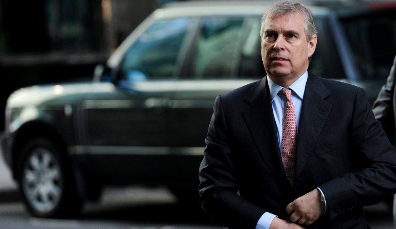 El príncipe Andrés prepara su defensa contra las acusaciones de mantener relaciones sexuales con una menor