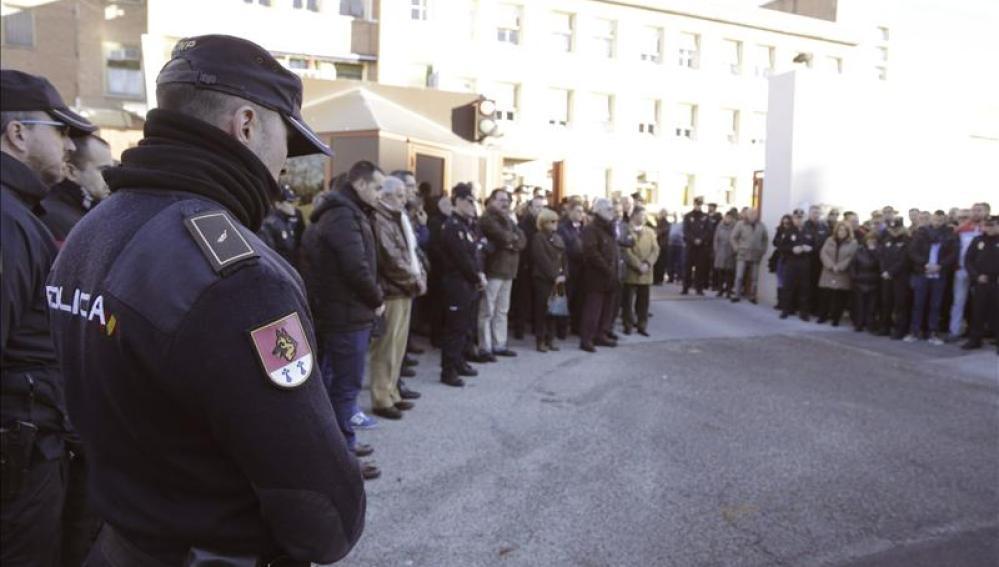 Concentraciones silenciosas en comisarías de toda España.