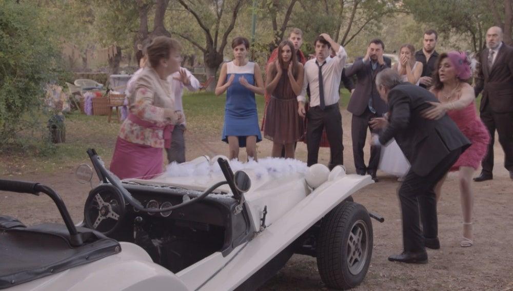 Concha enfurecida destroza el coche favorito de Manuel