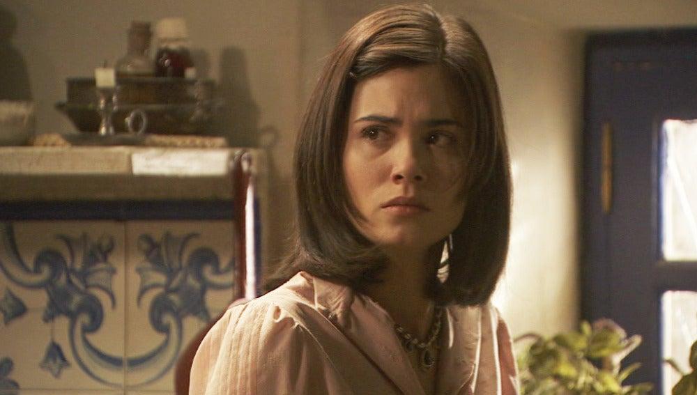 Don Anselmo pide explicaciones a María sobre Esperanza