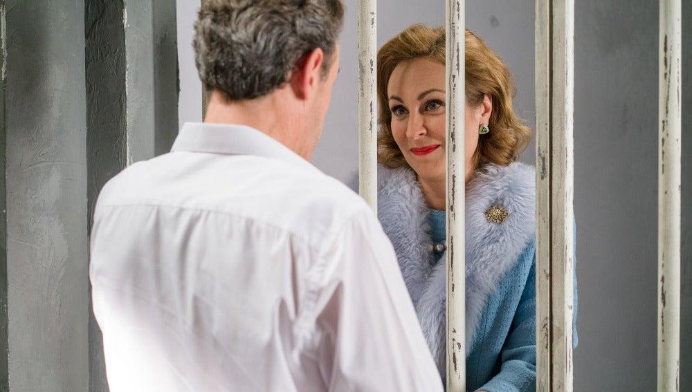 Juana visita a Aquilino en la cárcel