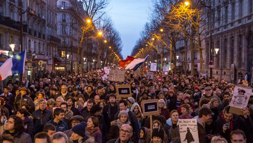 Manifestación masiva en París contra el terror
