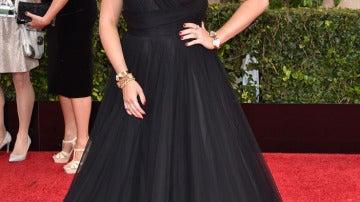 Allison Tolman con un vestido con vuelo negro