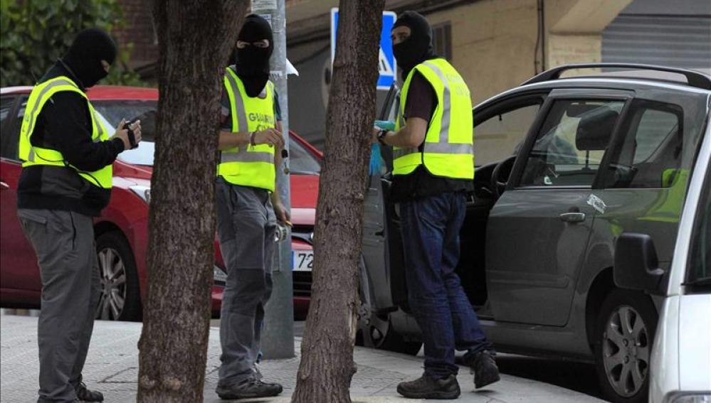 Agentes de la Guardia Civil en una operación antiterrorista.