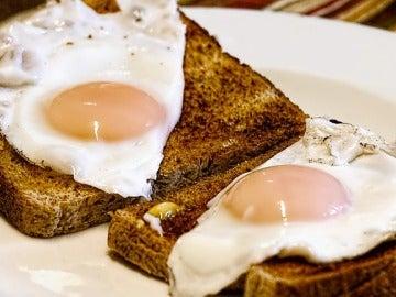 Los huevos fritos provocan colesterol