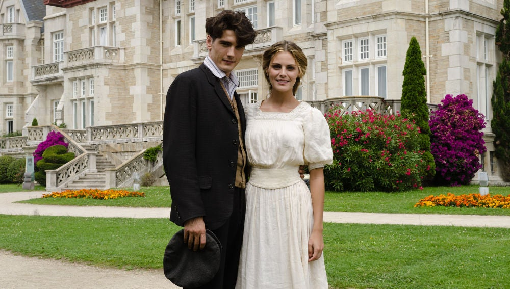 Yon González y Amaia Salamanca en 'Gran Hotel'