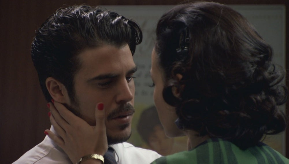 Laura se siente muy sola y acaba besando a Jorge