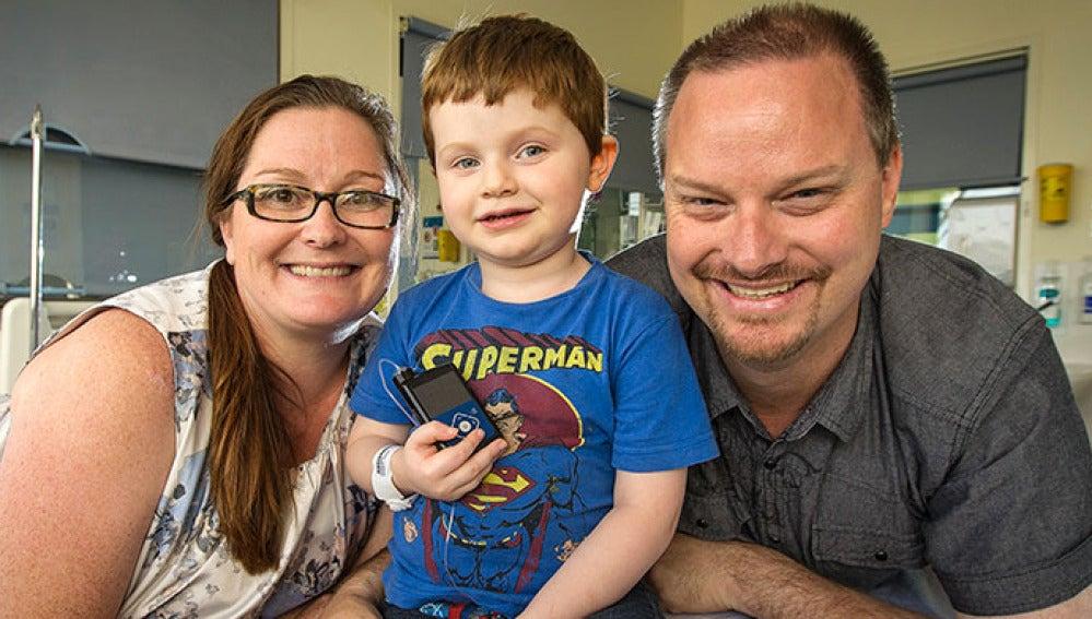 Xavier Hames con sus padres