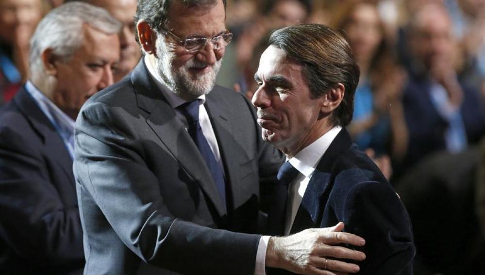 Rajoy con Aznar en la Convención del PP
