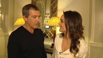 Mónica Carrillo entrevista a Antonio Banderas