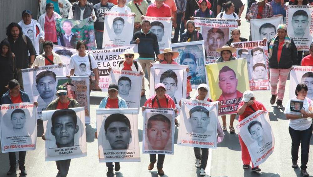 Familiares de los 43 estudiantes mexicanos