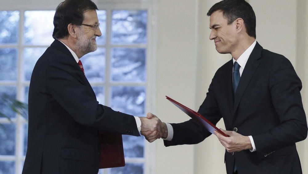 Rajoy y Pedro Sánchez firman el pacto antiterrorista