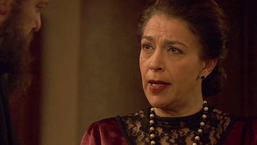 Francisca advierte a Mauricio sobre los lunares