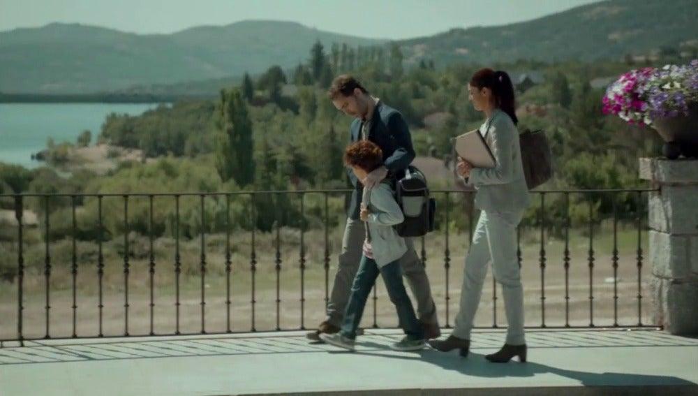 Roberto increpa a Laura para proteger a su hijo